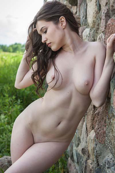 Perky brunette Doria A reveals her curves outdoors