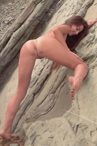 Ravishing Lorena G poses naked in the sand