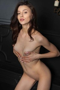 Gorgeous diva Amber B enjoys to flaunt her hot body