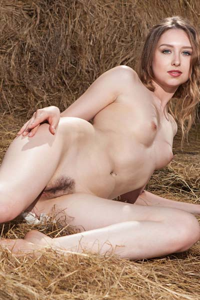 All natural brunette beauty Dara W poses naked in hay
