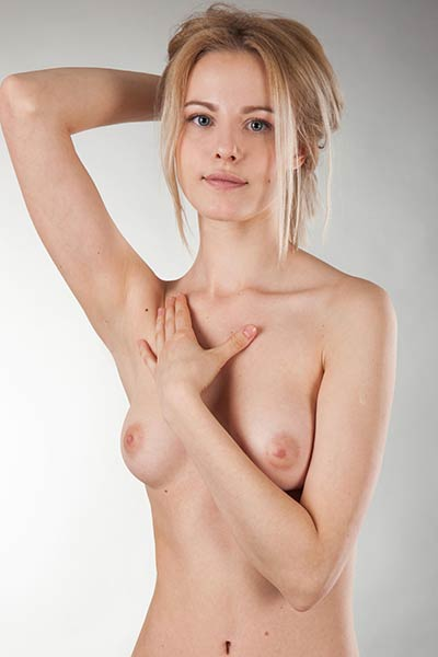 She enjoys her time while posing naked for a photo shoot