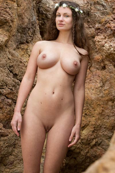 Her fascinating tits looks so mouth watering as she poses naked