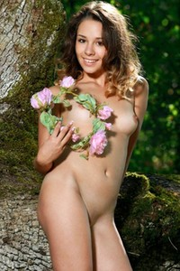 Gorgeous model Arina F showcasing her natural curves in the woods