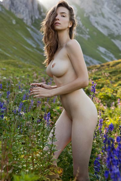 Top Class young lady Mariposa has a breathtaking body