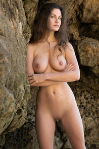 Good looking brunette Susann is all about showing us her amazing big boobs