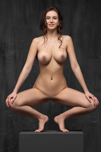 Big titted girl will make you want her with this amazing solo stretching performance