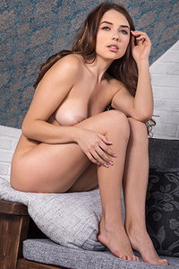 Beautiful brunette Niemira is all about showing off her attributes in solo posing performance