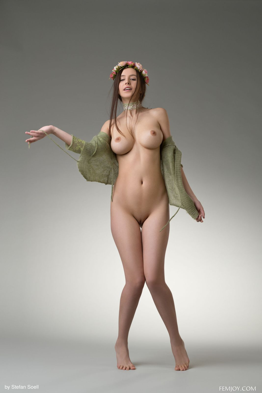 I nude alisa Busty Legend: