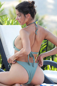 Young sweetheart exposes her tempting body by the pool