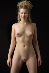 Emma Helena  nackt